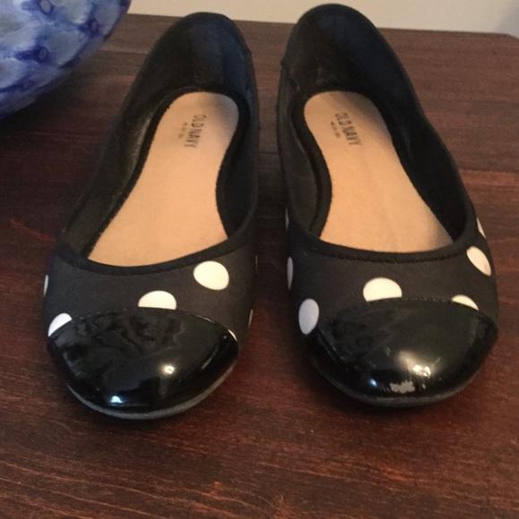 313c633ea75 Old Navy size 6 black white polka dot flats. M 5af8071572ea88dbf5bf3fe4